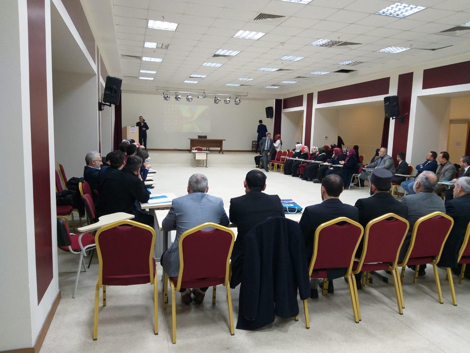 İstanbul il MüftüsüProf. Dr. Hasan Kamil Yılmaz işaret diliyle Kuran-ı Kerim kursunu ziyaret etti.